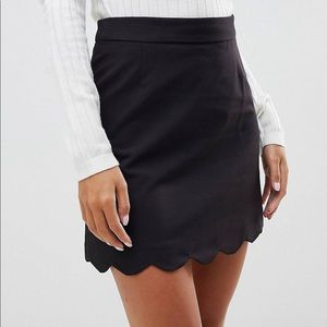 A line scalloped hem tailored skirt
